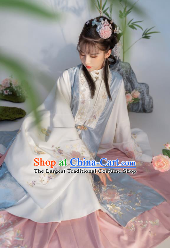 China Traditional Ming Dynasty Young Beauty Embroidered Costumes Ancient Hanfu Clothing for Noble Lady