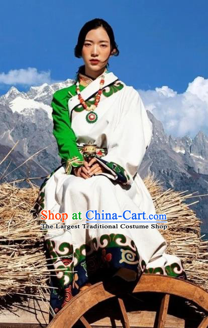 China Zang Nationality Bride White Robe Traditional Xizang Tibetan Minority Wedding Clothing